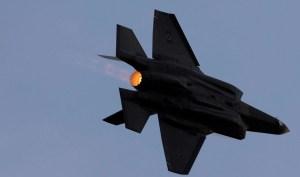 Jet de combate de Israel en pleno vuelo