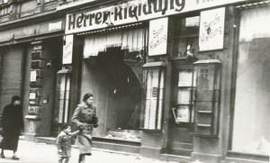 Imagen tomada un día después de la noche de los cristales rotos o Kristallnacht