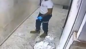 Empleado de Maguén David Adom en un video captado por una cámara de seguridad