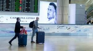 Dos personas en el Aeropuerto Ben-Gurión de Israel