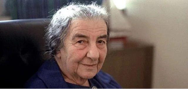 Cabeza de Golda Meir, sentada en un cuarto