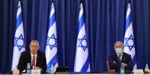 Benjamín Netanyahu y Benny Gantz en una junta gubernamental