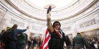 Simpatizantes de Trump dentro del Capitolio
