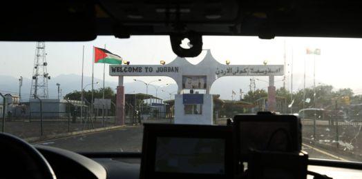 Israel cierra fronteras terrestres con Egipto y Jordania; podría extender el bloqueo