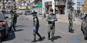 Agentes de la Policía de Israel durante un confinamiento por COVID-19