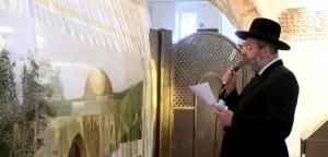 El rabino David Lau en la Tumba de Raquel