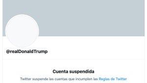 """Donald Trump, ha sido suspendido permanentemente de Twitter """"debido al riesgo de una mayor incitación a la violencia"""", aseguró la compañía."""