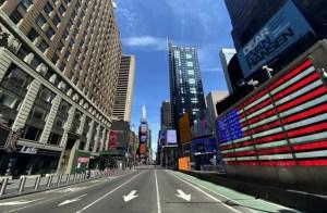 calle vacía de tráfico y peatones