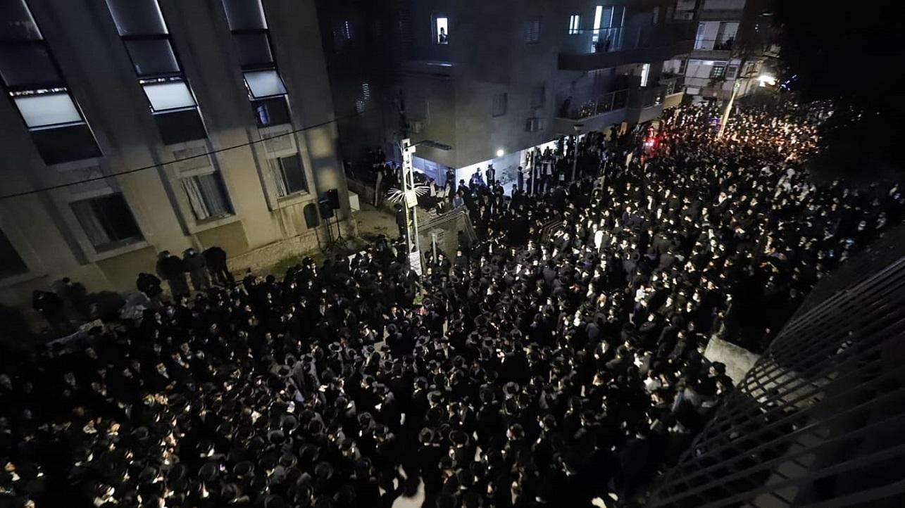 Ultraortodoxos en un funeral de Bnei Brak