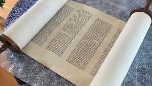 Un rollo de la Torá que desapareció tras la invasión nazi a los Países Bajos ha sido redescubierto 80 años después y devuelto a la comunidad judía.