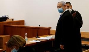 Benjamín Netanyahu en un tribunal