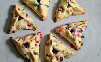 Con esta receta de Hamantaschen con chispas y relleno de chocolate, celebramos Purim de una manera vistosa y alegre
