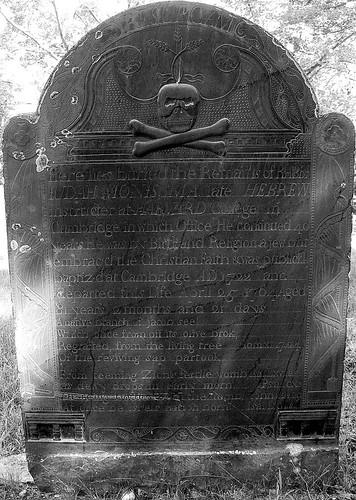 Lápida de la tumba de Judah Monis en el cementerio de Northboro, Massachusetts.