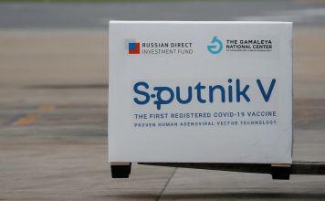 Paquete con dosis de la vacuna rusa Sputnik V