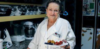 Nuestra Bobe Irma te trae una deliciosa receta de Tzimes, zanahorias dulces y bolas de Matzo, un tradicional guiso judío asquenazí