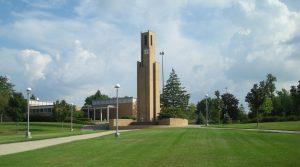 Ferris State University, una escuela en Michigan, despidió a un profesor por usar lenguaje antisemita, racista, homofóbico y otros lenguajes inflamatorios