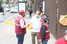 Servidores de la Nación y personal municipal asistieron a los adultos mayores a su llegada