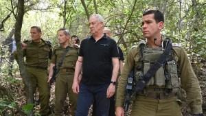 Benny Gantz y militares israelíes