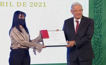 La Dra. Teresa Shamah Levy junto con el presidente Andrés Manuel López Obrador