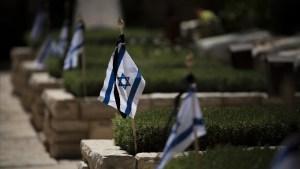 Cementerio militar israelí en Yom Hazikarón