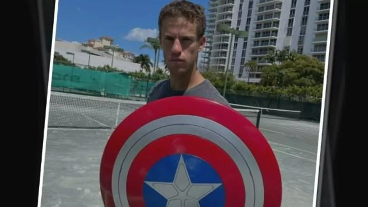 En un promocional del show de Disney+ Falcon and the Winter Soldier el tenista judío argentino Diego Schwartzman recibió el escudo del Capitán América