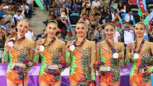 """Equipo israelí de gimnasia rítmica ganó 3 medallas en la Copa del Mundo de Tashkent por su rutina de """"pelota"""", """"anillos"""" y """"combate múltiple"""""""