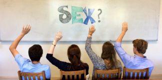 """La mala educación sexual comienza desde la más pequeña infancia, cuando la madre le dice a su hijo o hija pequeño """"no te estés tocando tu cosita"""""""