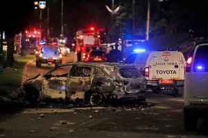 La policía de Lod, Israel anunció un toque de queda entre las 8 p.m. y las 4 a.m. mientras las fuerzas del orden evita una tercera noche de disturbios y violencia