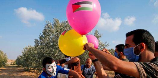Globos incendiarios de Gaza provocan 10 incendios en el sur de Israel por tercer día consecutivo