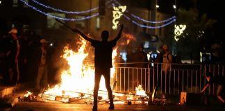 Palestino manifestándose en Jerusalén