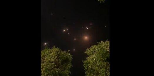 Terroristas de Gaza lanzan ataque con cohetes contra Tel Aviv; hay heridos