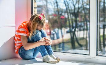 Para cualquier niño regresar a la escuela puede ser estresante - especialmente para los que viven la pandemia de COVID-19 y regresan al aula