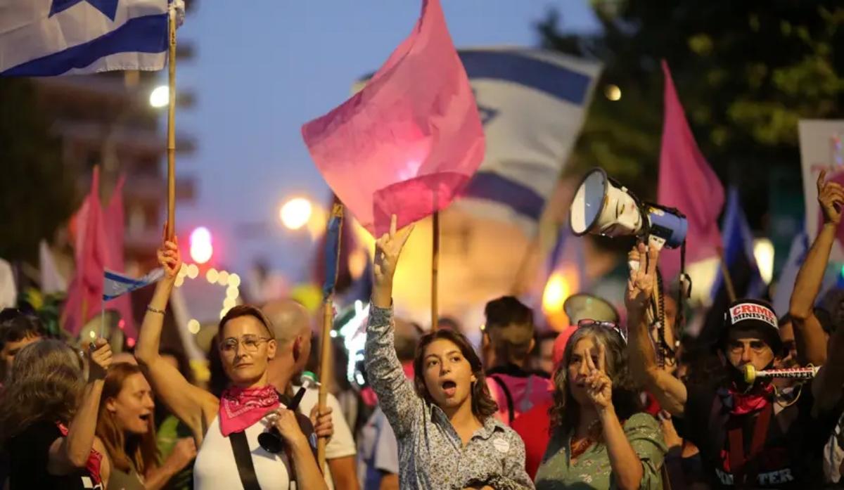 Protestasa favor de nuevo gobierno