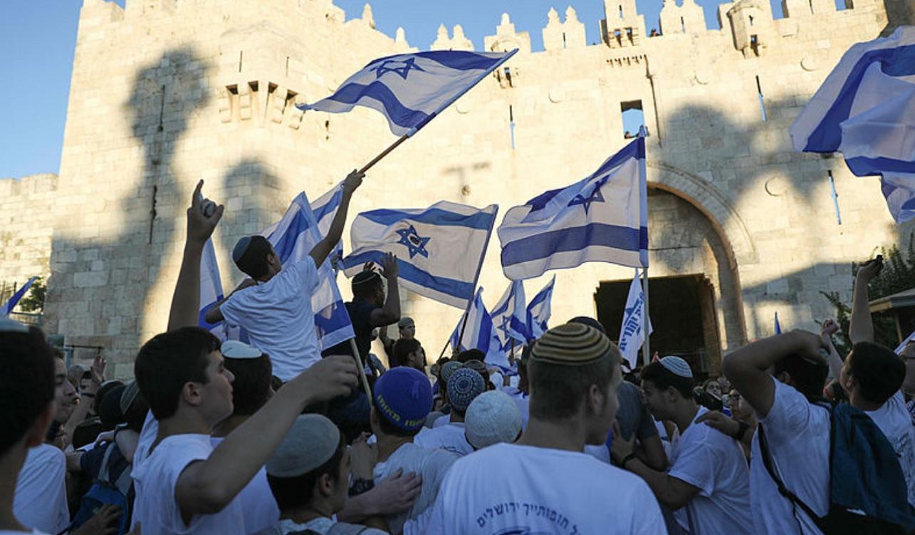 Celebran el desfile de banderas en Jerusalén bajo fuertes medidas de seguridad y en medio de tensión