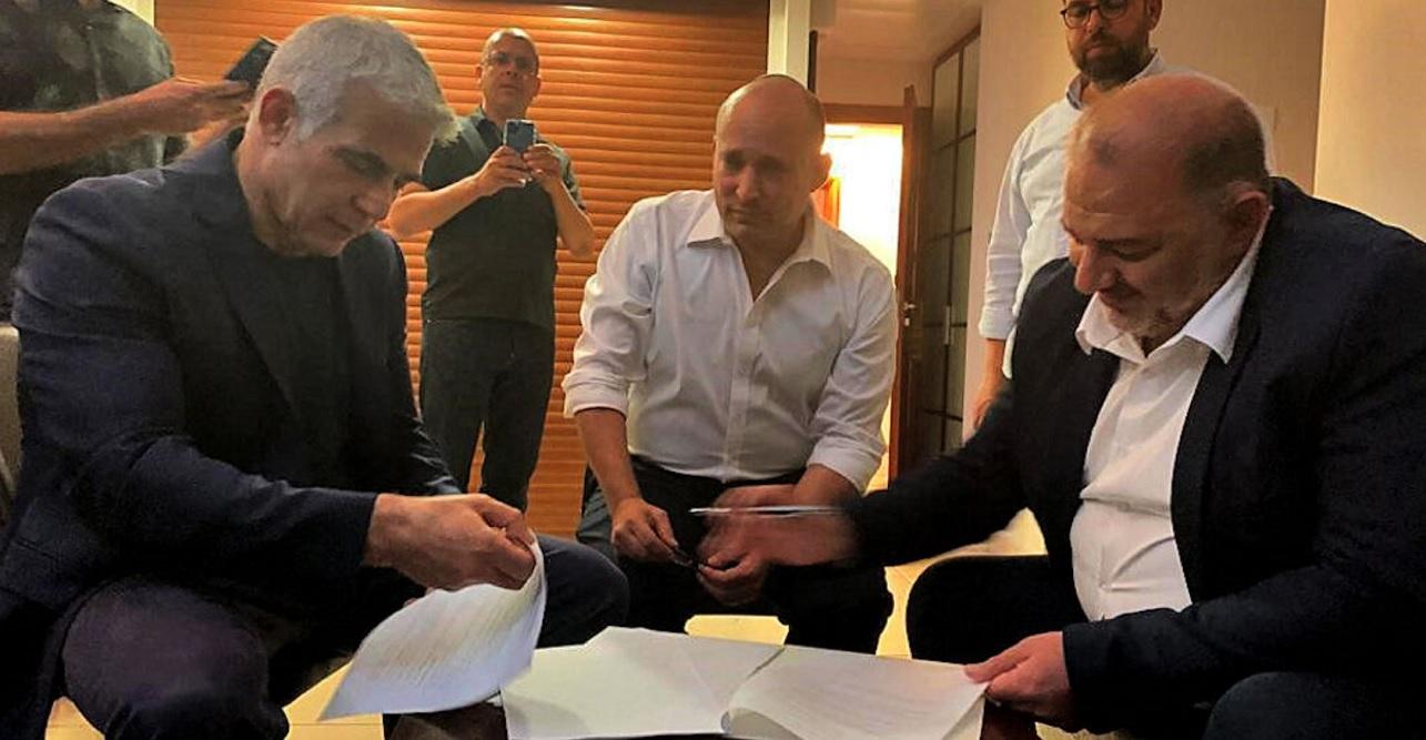 Yair Lapid, Naftali Bennett y Mansour Abbas