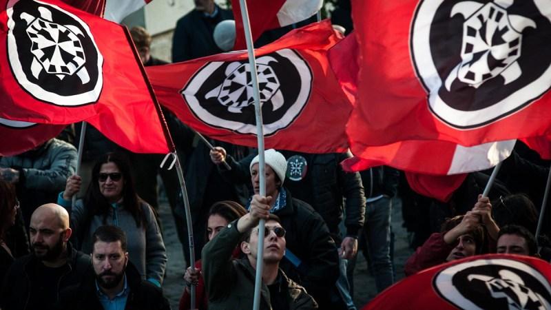 La policía italiana desmanteló un grupo neonazi que supuestamente difundió propaganda antisemita y racista en las redes sociales