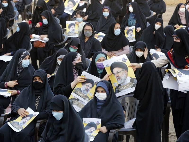 La razón por la que Ibrahim Raisi fue elegido, y de hecho se le permitió postularse, a diferencia de otros 600 candidatos que fueron descalificados y eliminados de la lista de candidatos, es su absoluta lealtad al líder supremo, Ali Khamenei.
