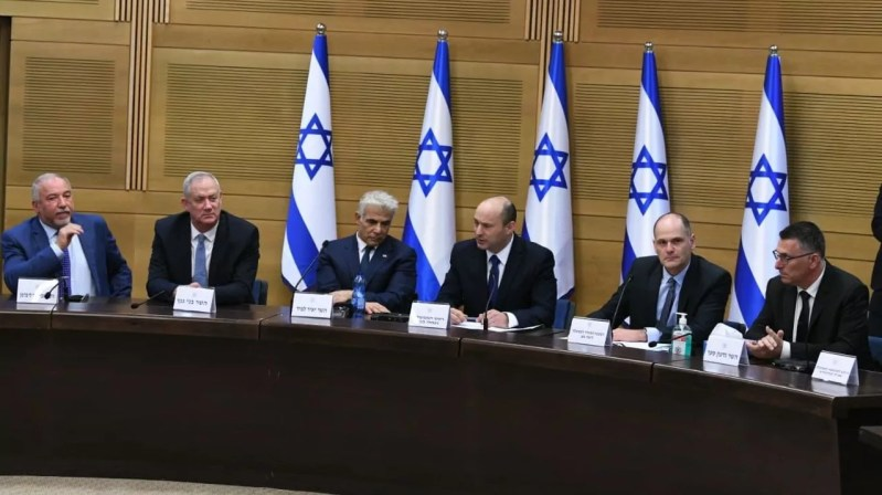 Naftali Bennett y ministros de su gobierno