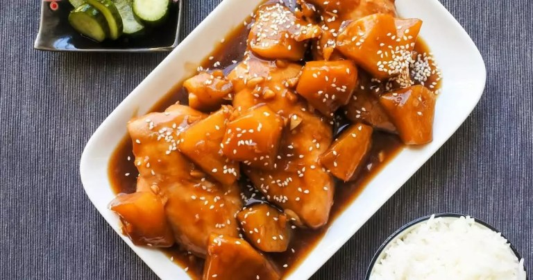 En esta ocasión te traemos una receta versátil, fresca y deliciosa. Pollo en salsa de piña, le va a encantar a los niños. No dejes de probarla