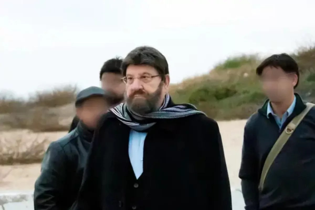 Presidente saliente de Israel, Reuven Rivlin disfrazado