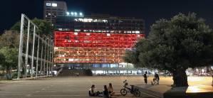 El edificio del municipio de Tel Aviv-Yafo se iluminó con la bandera de Alemania, expresando su solidaridad tras las devastadoras inundaciones