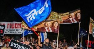 Protesta de partidarios del Likud contra el gobierno de Bennett-Lapid
