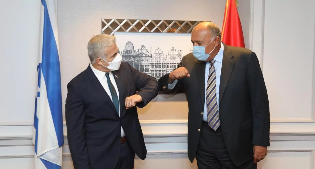 Yair Lapid y Sameh Shoukry