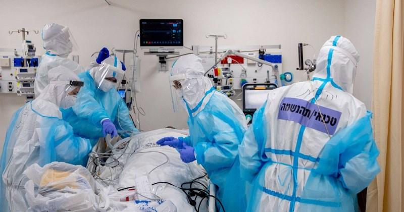 Personal médico en un área COVID-19 de Israel