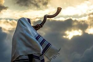Al escuchar el Shofar me juzgo a mí mismo y reconozco lo que estoy haciendo mal y lo que no estoy haciendo bien en términos de observar la voluntad de Dios
