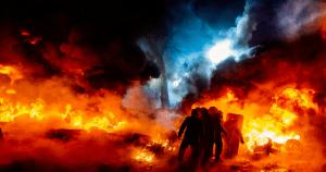 En verano especialmente las guerras y los fuegos, inseparables por otro lado, están arrasando medio mundo por no decir el mundo entero
