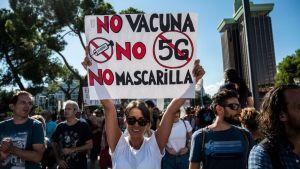 Protestantes anti vacunarse contra COVID-19
