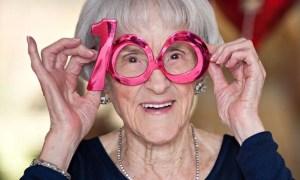 Para llegar a tener 100 años sin necesidad de bastón, sin anteojos y con la mente lúcida, debe cumplirse con huir de la calumnia y el chisme