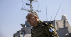 Vicealmirante Eli Sharvit, comandante saliente de la Armada de Israel