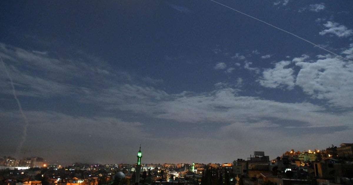 Cielo de Siria durante presunto ataque israelí